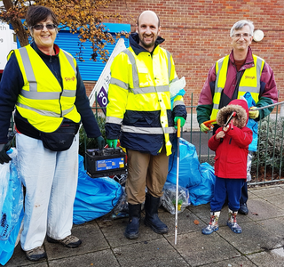 Cippenham Lib Dem Litter-Pick_Nov 18 (2): Jo Hanney; Matthew Taylor (and son); Robert Plimmer